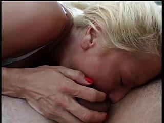 Rauchen heiße große Titten blonde schlug durch einen großen harten Schwanz