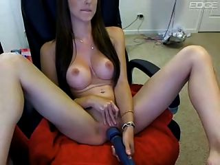 Perky Titten Webcam Mädchen mit Hitachi