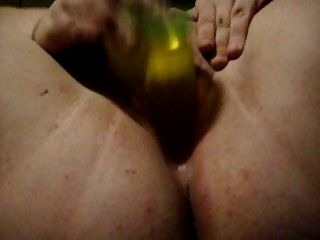 Chubby Babe fickt ihre enge Pussy