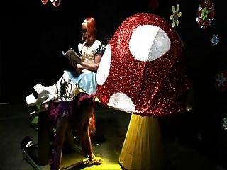 Kinky Alice im Wunderland Kapitel 1 Herrin Femdom Bondage