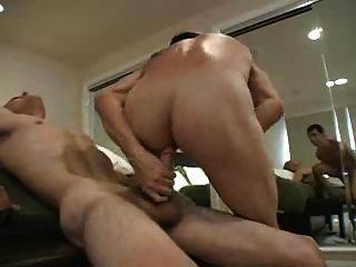Twink nutzt seinen Arsch Mund und Hände, um Kumpel aus zu bekommen