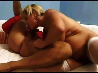 renate fucking und squirting auf weißem sofa bvr