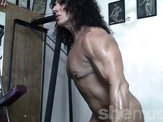 annie rivieccio sie liebt das Training. und nackt werden