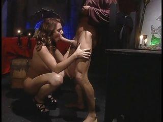 Hot Chick breitet ihre Beine für einen großen Schwanz aus