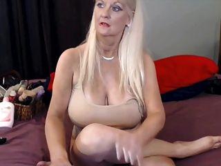 busty ältere Frau auf cam
