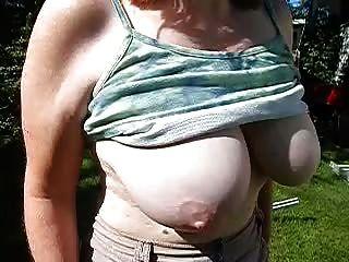 wifes saggy tits Zeitlupe Kleiderbügel große und saftige Brustwarzen