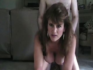 Heiße reife Cougar rauchen Hündchen und assbanged
