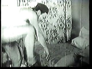Handwerker fickt geile Hausfrau in Vintage Porno