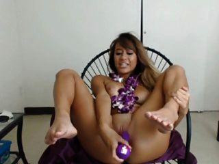 polynesischen Babe Spielzeug auf cam