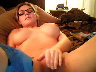 sexymom24 masturbiert vor einer Kamera