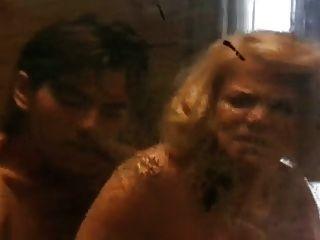 reife weibliche Polizistin machte eine junge Verbrecherin ihre Sexsklave 2