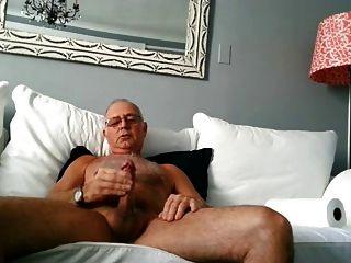 Hot sexy ältere Papa schießt eine schöne Ladung