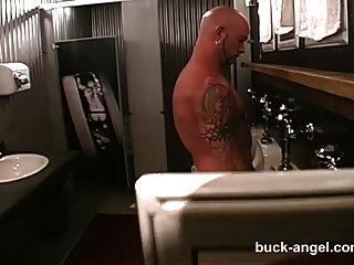 Mann mit der Pussy Buck Engel in heißen Tattoo 3 Weg