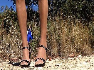 im Freien blaues Kleid 2
