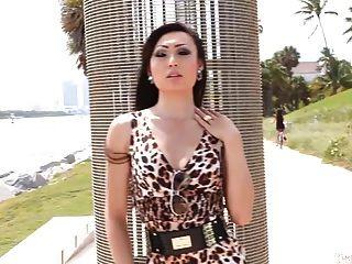 Angelina Castro nehmen zum ersten Mal einen Tranny Schwanz