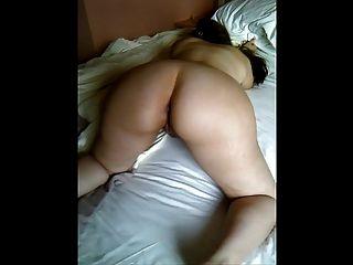 meine kurvenreiche brasilianische Frau weiche, blasse Körper gefingert und zerrissen