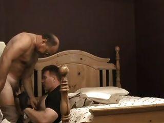 Polizisten im Bett