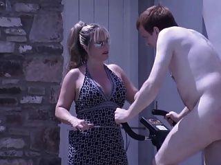 posh british mistress spanks und wanks ihr inländischen Sklave
