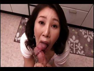 japanische Mama pov saugen (cens)