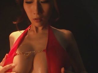 julia big busty japan jav pornstar ölige badeanzug necken