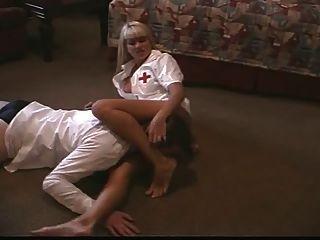 Bossy Krankenschwester 1
