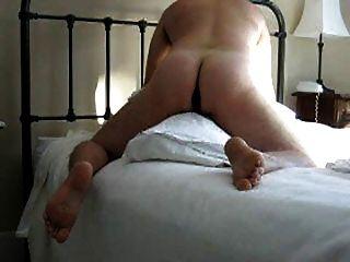 Hump das Kissen mit Dildo in Arsch (und essen cum aus Kondom)
