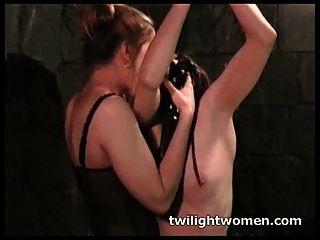 twilightwomen lesbische Bondage Orgasmus
