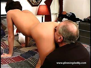nikita wird von dem alten Mann gefickt
