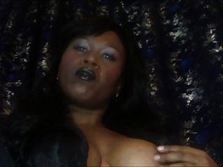 Herrin Onyx schwarz Lippenstift Rauchen Fetisch