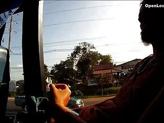öffentlicher Blowjob im Bus