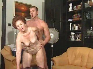 Oma Susanne fucking jüngeren Mann