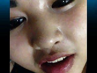 geile asiatische Schlampe, die fast von ihrer Mutter gefangen wurde
