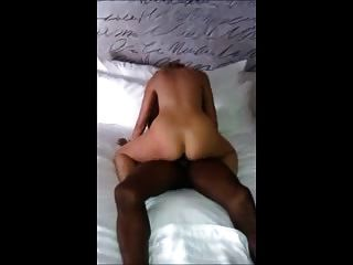 sexy blonde Frau reitet großen schwarzen Hahn cuckold hubby Filme