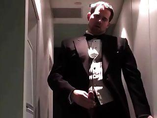 Gast masturbiert nach einer Hochzeit