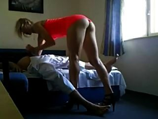 niedliche High Heels blonde Eskorte heimlich auf Kamera gefilmt