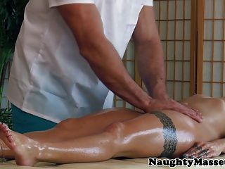 Cameron Canada Arsch gefingert bei Massage