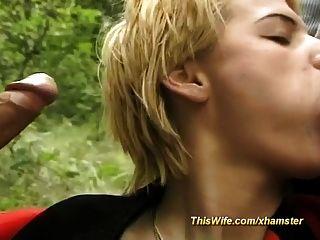 willige Frau im Wald dreier