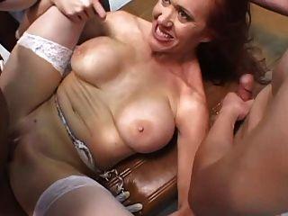 Big Tit Krankenschwester bekommt gangbanged