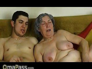 Omapass Junge Junge ficken sehr alte Oma mit ihrer Freundin