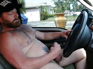 Muskel Bär Daddy Cumming im LKW
