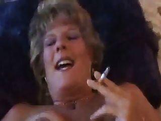 Hot Dirty reden älteren Cougar Rauchen und Ficken