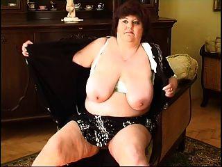 fette Oma masturbieren 2