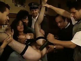 klassische heiße Brünette Gurke ass \u0026 Pussy in der öffentlichen Bar