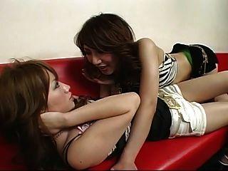 japanische lesbische 46 Tanzverein mit kurzen Shorts