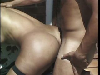 Hot Tranny Cums während immer von großen Schwanz gefickt