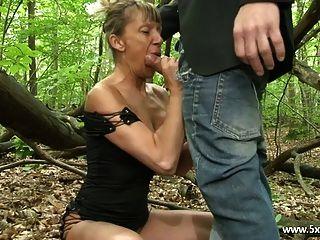 Shanaelle ein reifer Anal in den Wäldern gefickt