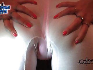 große Pussy Lippen! große cameltoe! großer latina ass!