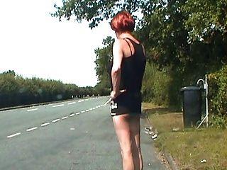 Zoe auf den Straßen zeigt ihre Hahn Schlampe Schlüpfer und mehr