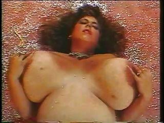 busty reifen spielen mit ihren Titten
