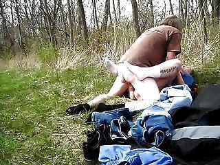 Mein Mann hat mich in den Wald gefickt